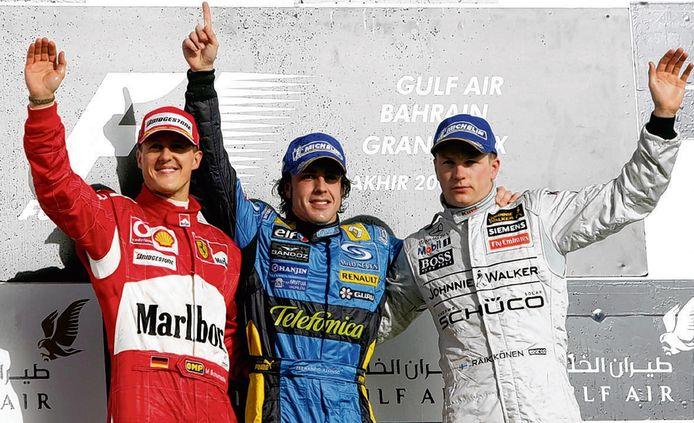 Michael Schumacher, winnaar Fernando Alonso en Kimi Räikkönen bij de GP van Bahrein.