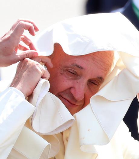 Paus Franciscus onder vuur door steun aan omstreden Chileense bisschop