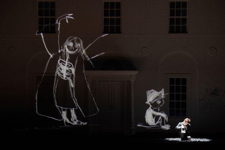 Flavio tekent de trauma's van zich af in Händels opera Rodelinda. Beeld null