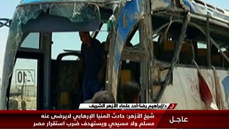 Een beeld van de aangevallen bus uit een verslag van staats-tv Nile News. Beeld AFP