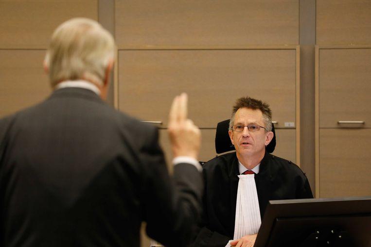 Oud-minister van Defensie Hans Hillen getuigt in de rechtszaal voor het corruptieproces rond de aanschaf van dienstauto's voor politie en Defensie. Beeld ANP