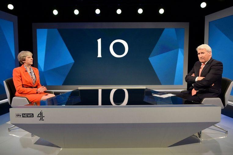 Britse premier Theresa May wordt geïnterviewd door Jeremy Paxman. Beeld ap