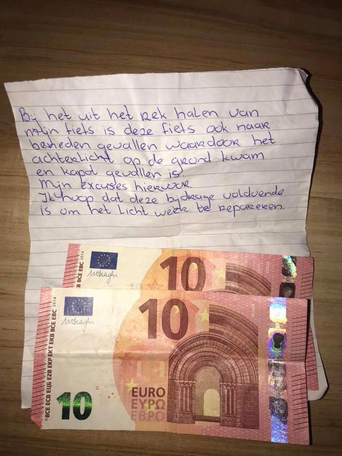 Dit bijzondere briefje hing bij Elina aan haar fiets.