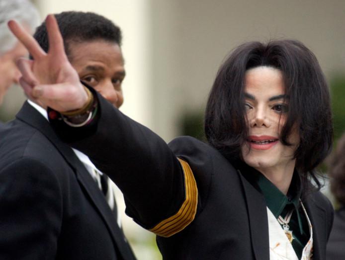 Michael Jackson, avant son procès pour mauvais traitement envers ses enfants, le 2 mars 2005.