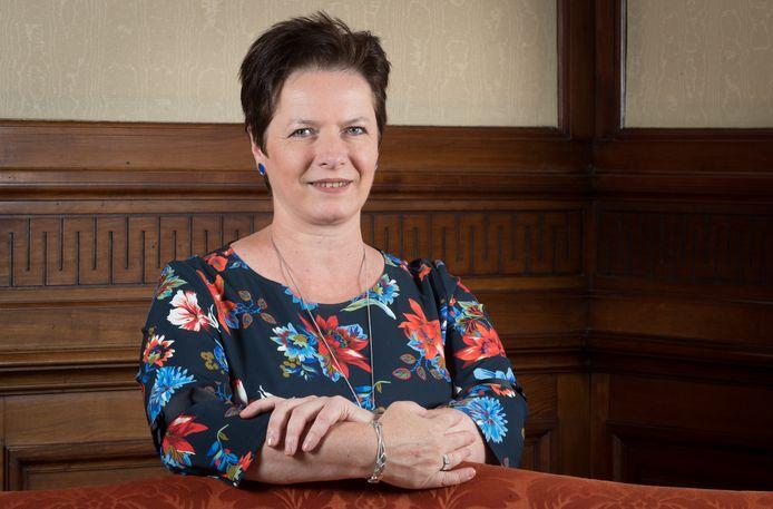 Annick Ponthier van het Vlaamse Belang in Bilzen verwijt de nieuwe bestuursploeg een gebrek aan durf. En ze vindt dat enkel de carrière van twee boebeelden (Sauwens en Steegen) telt.