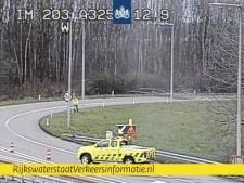 Boom op overgang A15 naar A325 bij Nijmegen; weg was afgesloten