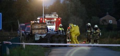 Megadump van 21.000 liter drugsafval in Cuijk, gespecialiseerde eenheid ruimt lekkende vaten op