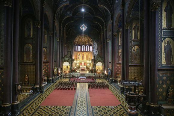De Sint-Annakerk binnenin: een monumentaal volume