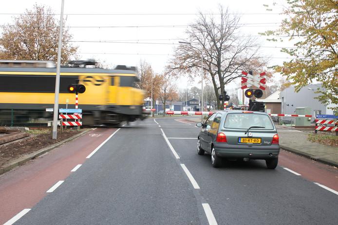 Als de gemeentelijke Verbindingsweg wordt geschrapt, kiest het Bornse college voor een spoortunnel in de Oonksweg.