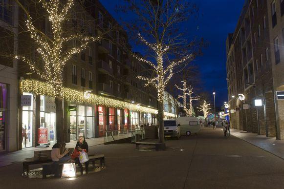 Ook de binnenstad van Genk wordt sfeervol verlicht.