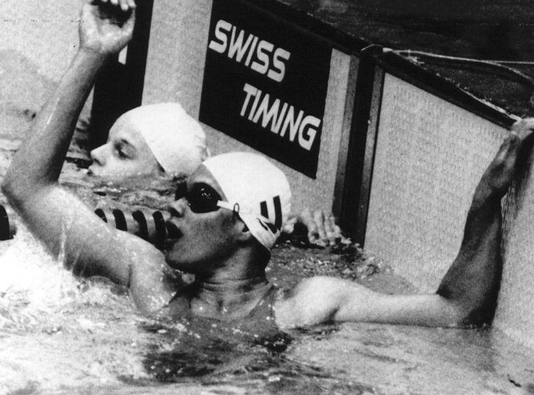Brigitha juicht nadat zij brons wint op de 100 meter vrije slag tijdens de Olympische Spelen van 1976 in Montreal. Beeld null