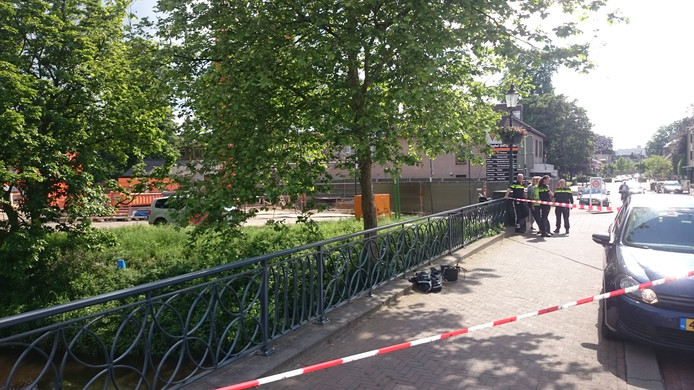 De politie zette op 31 mei het gebied rondom de Aa-brug uit voorzorg af.
