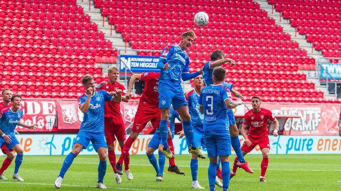 Het beeld van de wedstrijd tegen Holstein Kiel in de voorbereiding keert komende zaterdag terug: lege tribunes bij een wedstrijd van FC Twente.