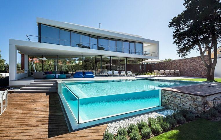 Zwembad van glas.