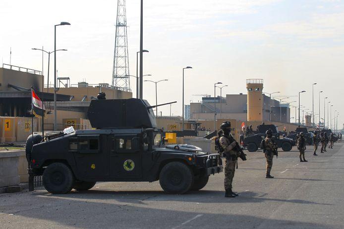 De Amerikaanse ambassade in Bagdad wordt bewaakt door Iraakse antiterreurtroepen. Archiefbeeld.