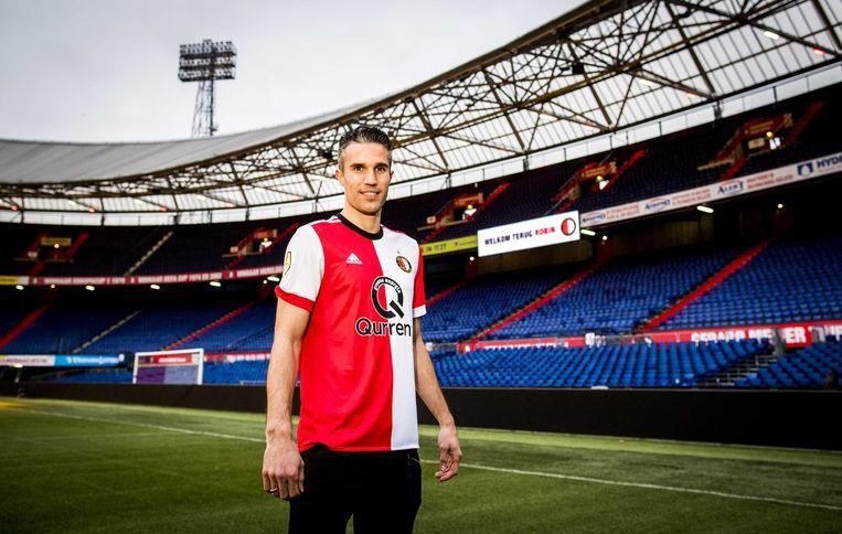 Van Persie gaat voetballen met nummer 32 op zijn shirt, het rugnummer waarmee hij zestien jaar geleden ook debuteerde bij Feyenoord. Beeld ANP