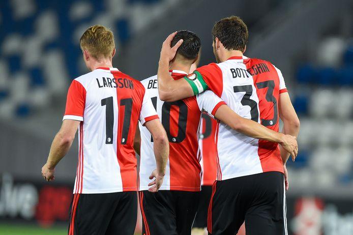 Sam Larsson, Steven Berghuis en Eric Botteghin vieren op ingetogen wijze de plaatsing voor de play-offs.