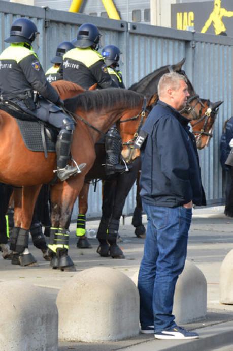 Politieagent ontslagen na voetbalrellen tussen NAC en Willem II: 'Hij deed mee aan ordeverstoringen'