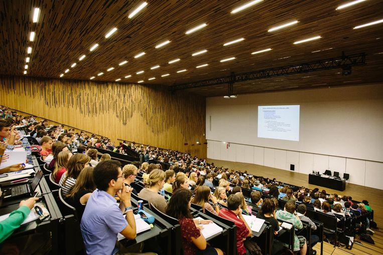 Studenten in de aula van de Gentse universiteit.