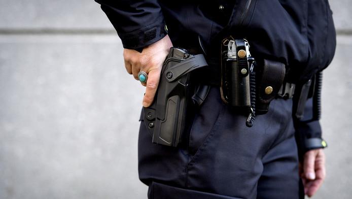 dbec8eb3b38 Politie schiet 21-jarige man in bil bij aanhouding in Tiel | Home ...