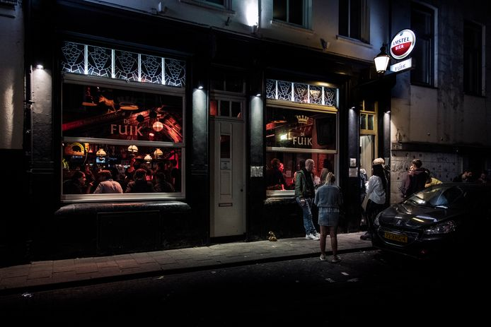 Is het een goed idee in de strijd tegen corona dat bijvoorbeeld café De Fuik in Nijmegen-centrum tijdelijk de deuren sluit voor studenten?
