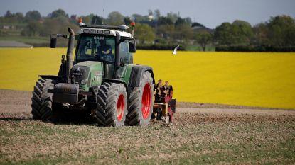 Drama in Frankrijk: boer in tractor overrijdt eigen dochtertje (1,5)