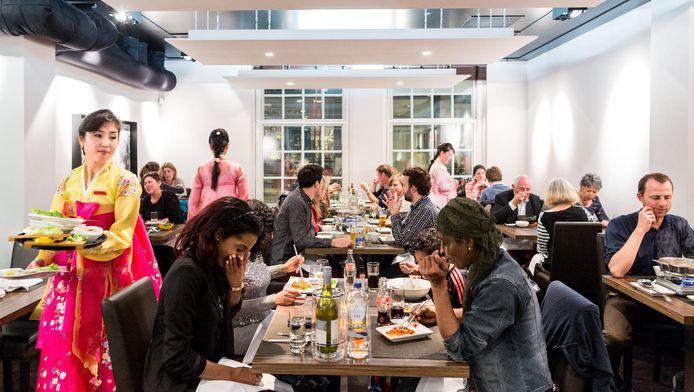 Een Noord-Koreaans restaurant in Amsterdam moet een boete van 64.000 euro betalen.