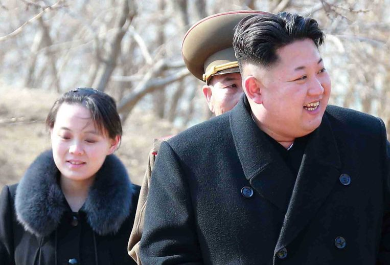 Kim Yo-jong (links), hier naast haar broer, is de eerste uit de regerende dynastie die voet zet op Zuid-Koreaanse bodem.