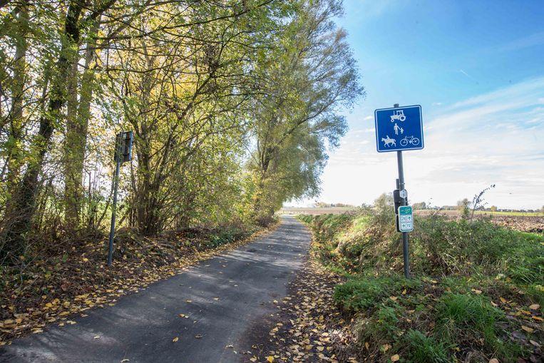 Verkeersborden geven aan dat personenwagens niet meer toegelaten zijn in de Beertsestraat en Kiethomstraat.