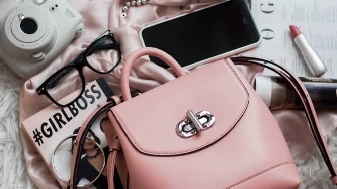 Van elegant rond tot felrood en funky: 5 handtassen die je vandaag met korting op de kop tikt