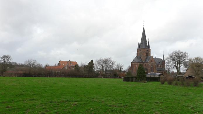 Deel van het weiland waar nieuwbouwwijk Kerkenweide moet komen te staan.