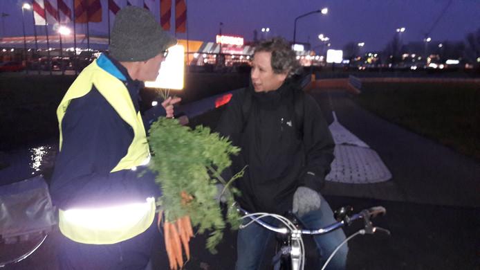 De Fietsersbond voerde eerder dit jaar actie tegen de nieuwe kruising zonder fietstunnel langs de Laagravenseweg.