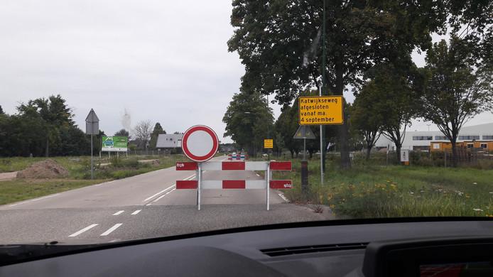 De Katwijkseweg is een van de afgesloten wegen in Cuijk. De weg wordt opnieuw, verkeersveiliger ingericht.