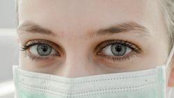 Zuinig met foundation en opvallende ogen: de beste make-uptips als je een mondmasker draagt