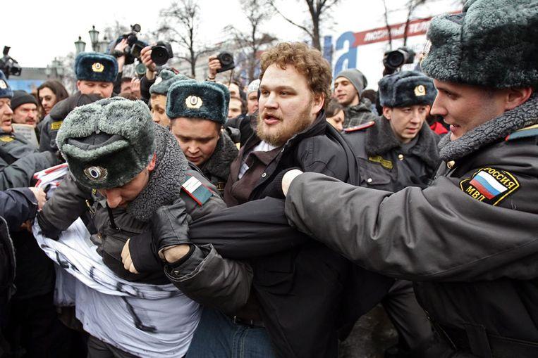 Betogers raken slaags met de politie in Moskou (EPA) Beeld