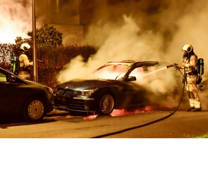 De BMW Alpina brandde volledig uit aan de Elgarlaan in Utrecht.