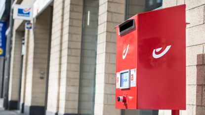 Bpost zet mes in rode brievenbussen