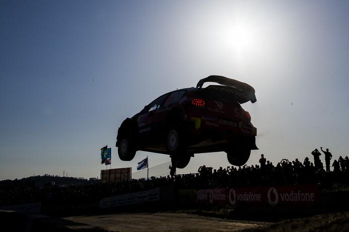 Kris Meeke en Paul Nagle in hun Citroën C3 tijdens de WRC van Portugal.