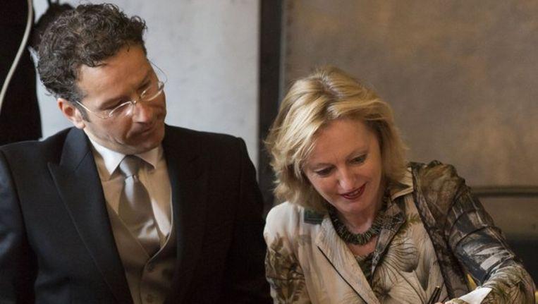 Minister Jeroen Dijsselbloem (Financiën) en minister Jet Bussemaker (Onderwijs) Beeld anp