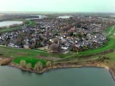 Liever niet heien: damwanden worden om schade te beperken door dijkversterking in de Waaldijk getrild