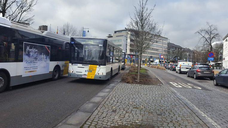 In Hasselt reed een karavaan met 40 lijnbussen de kleine ring af.