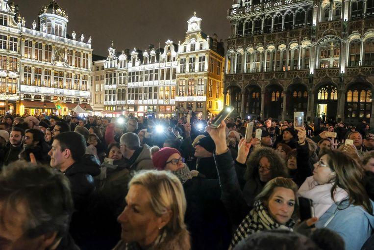 Honderden fans zochten gisteravond op de Grote Markt troost bij elkaar.