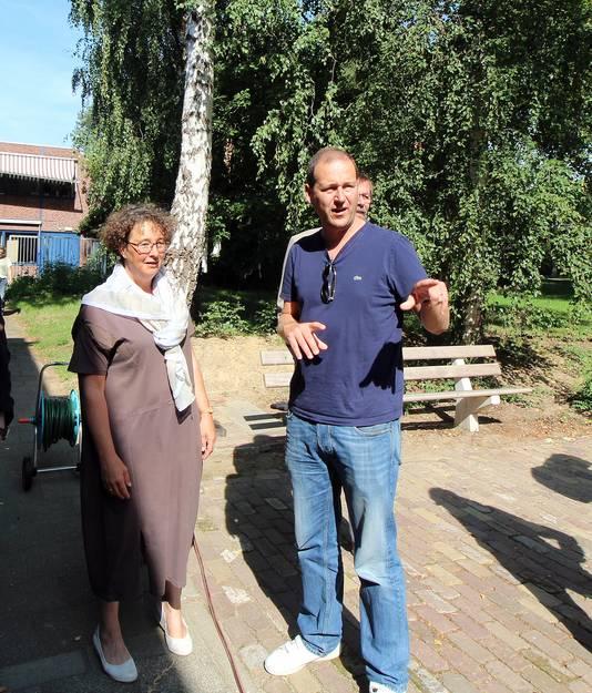 Lodewijk Asscher bezoekt Dukenburg.
