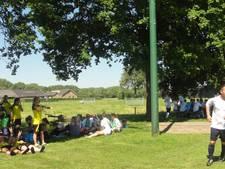 Mennus in Maren-Kessel: van een klein toernooitje en een feestje tot een groot voetbaltoernooi