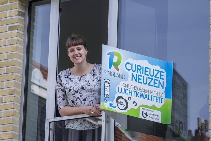 De Universiteit Antwerpen organiseerde in mei 2018, samen met de Vlaamse Milieumaatschappij (VMM) en de krant De Standaard, het grootste burgeronderzoek naar luchtkwaliteit ooit. 20.000 burgers ontpopten zich tot onderzoekers en maten de concentratie aan stikstofdioxide aan hun voorgevel.