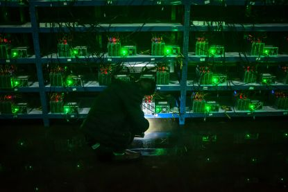 Man tapt 3.000 euro elektriciteit per maand illegaal af om bitcoincomputers te laten draaien