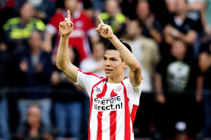 Lozano bejubelt zijn eerste doelpunt in dienst van PSV.