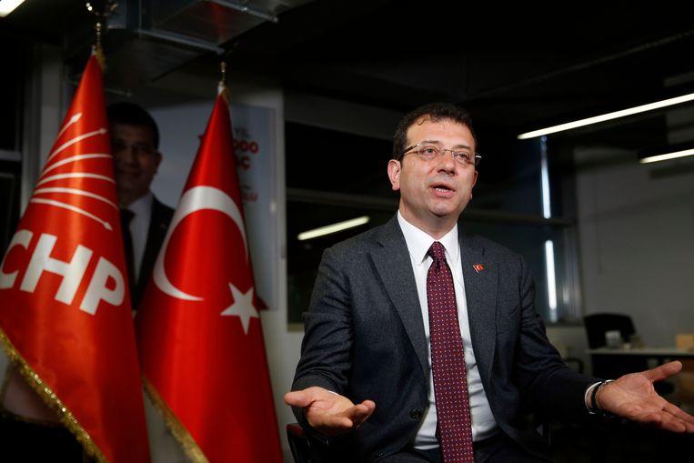 In Istanbul kreeg oppositiepartij CHP ongeveer 16.000 stemmen meer dan de AKP, waardoor Ekrem Imamoglu (in beeld) burgemeester wordt en niet oud-premier Binali Yildirim van de AKP.