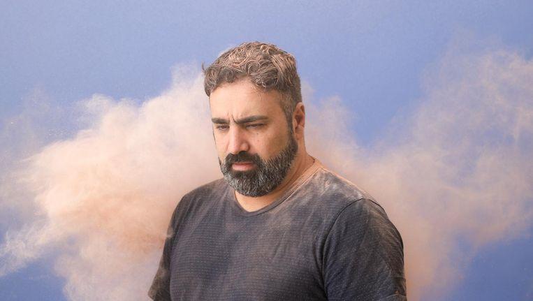 Tv-programmamaker Sinan Can: 'Journalistiek is mijn roeping. Dan ga je niet bij de eerste grote tegenslag opgeven.' Beeld Aisha Zeijpveld