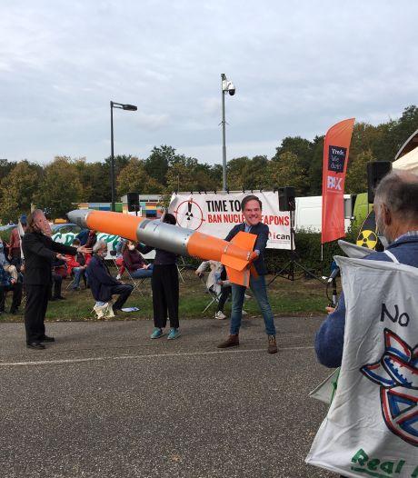 Actie bij de poort van Vliegbasis Volkel: weg die kernbommen